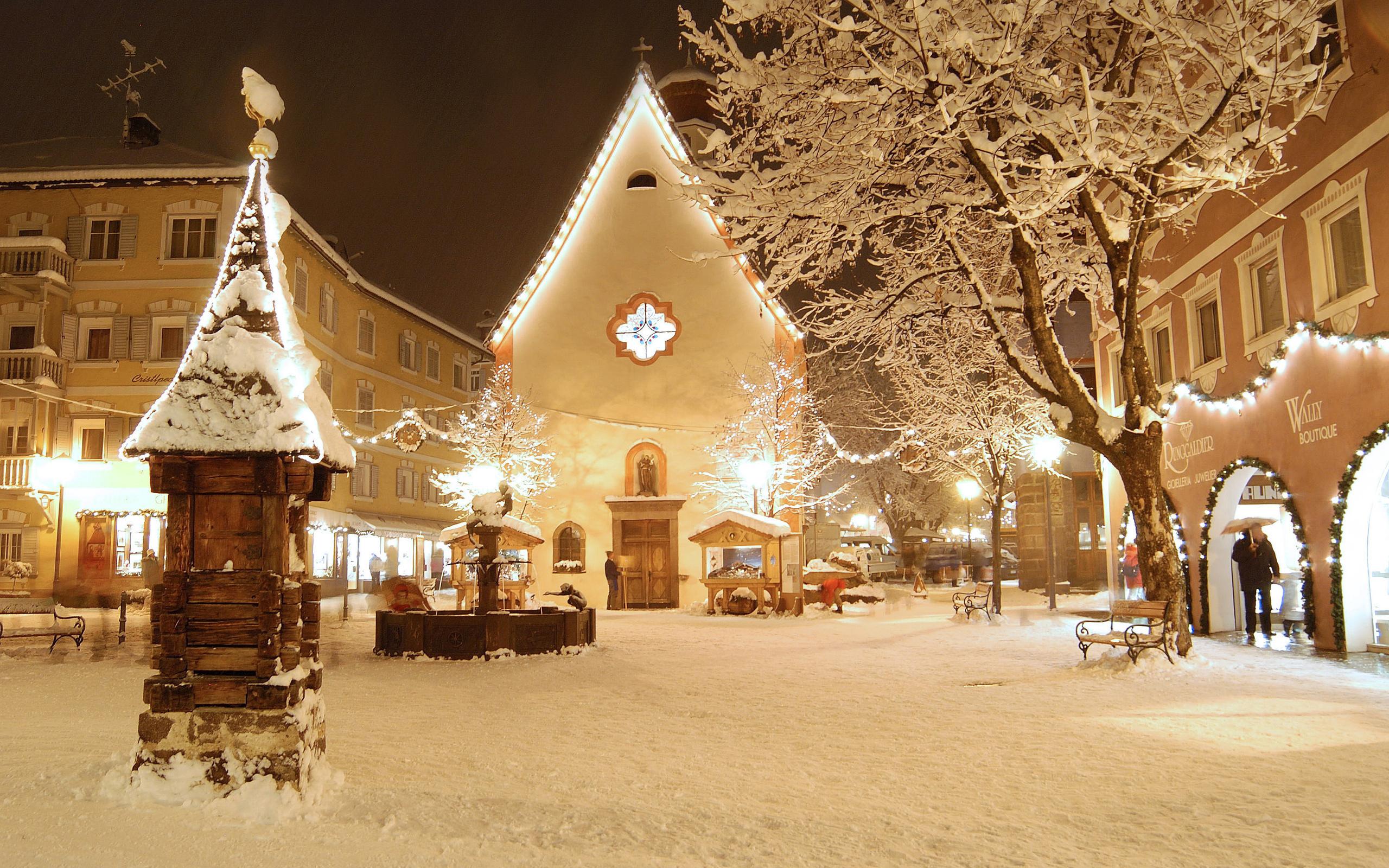 снего в новый год, снежный город, огни