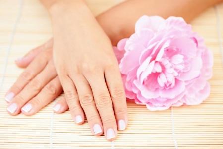 желтизна ногтей, лечение, причины, отбелить ногти