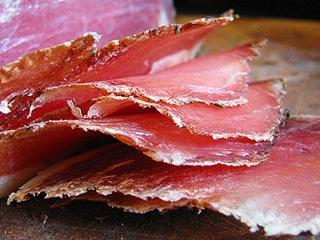 готовое нарезанное вяленое мясо