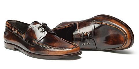 разносить обувь, натирает обувь