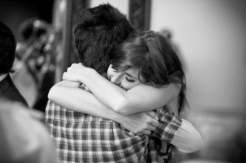 черно-белые объятия, обнимашки, любовь и доверие, пара