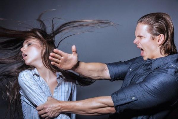 муж бьет жену, причины, женщина терпит