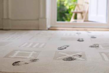 грязный ковер, грязь, следы на ковре, чистка ковра