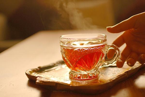 горячий чай в жаркую погоду