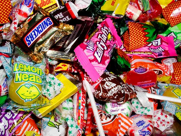 много конфет, сладкое, кушать меньше сахара