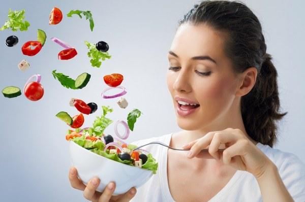 девушка и овощи: витамины