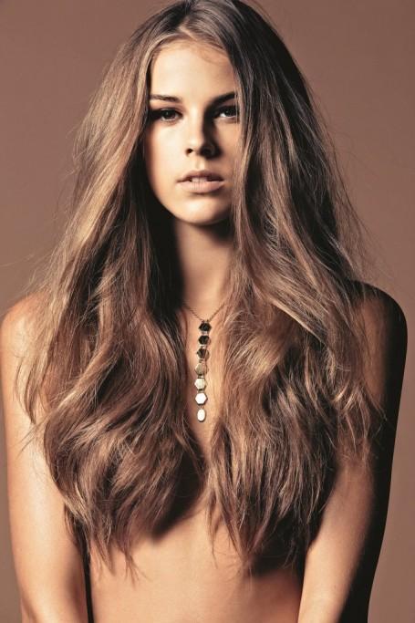 длинные волосы, сексуальная и красивая девушка с длинными  волосами