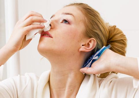кровь из носа, первая помощь при кровотечении из носа, что делать