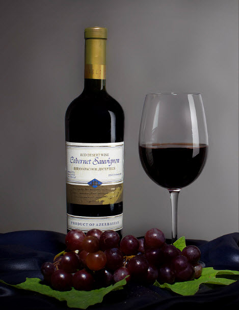 бутылка вина и сорт винограда Каберне Совиньон