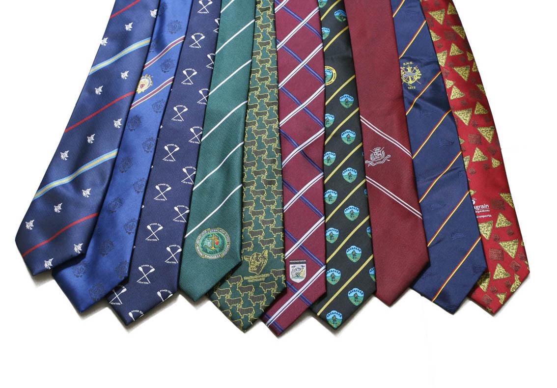 галстуки с узорами и рисунками