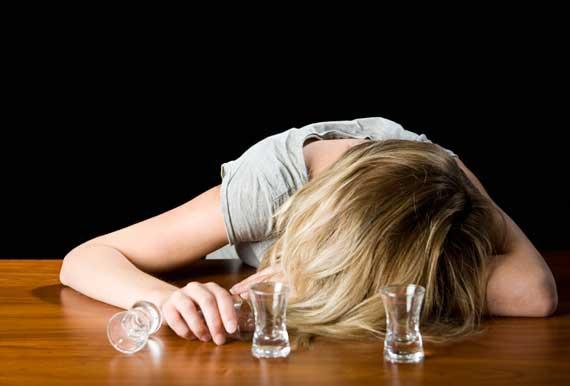 пьяная девушка, женский алкоголизм, что делать - жена пьет