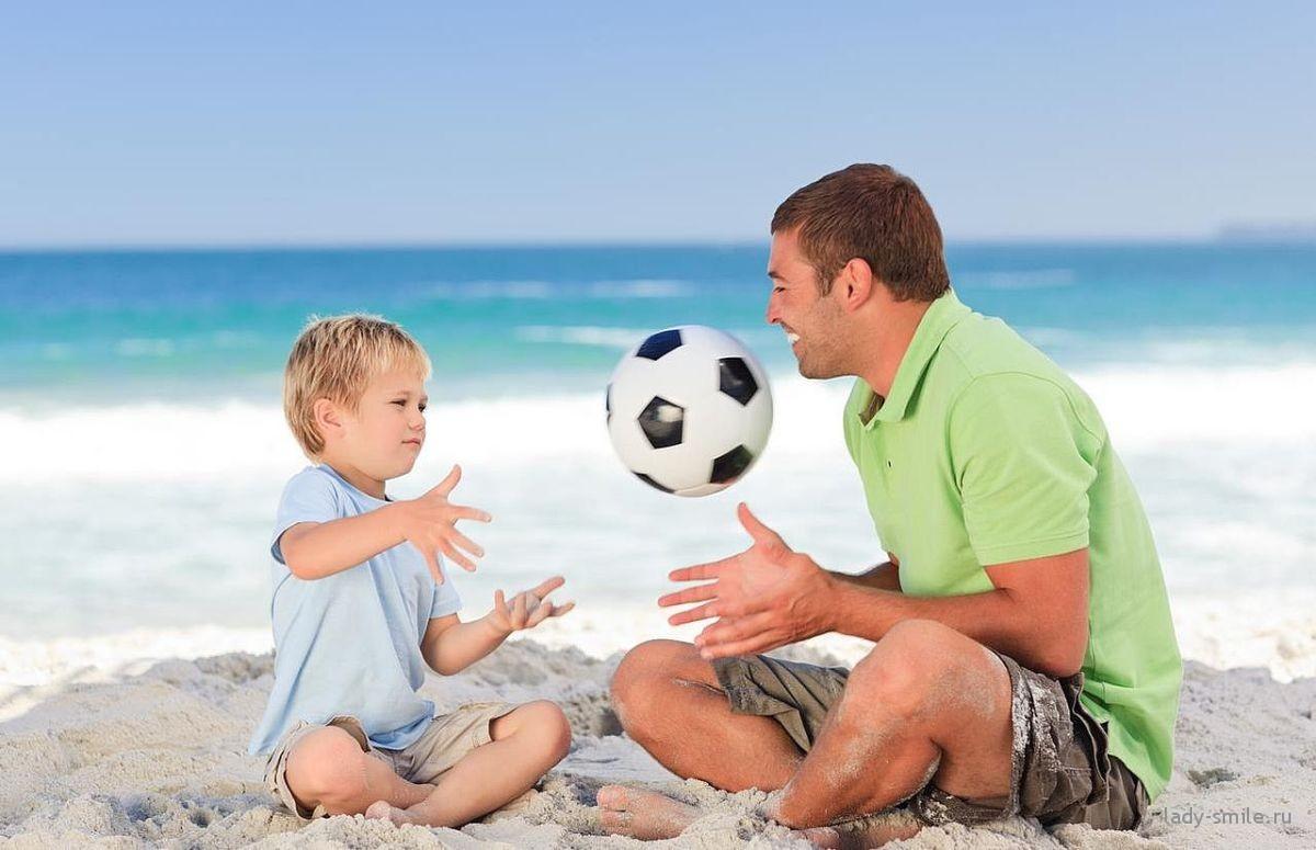 отец и сын играют - как наладить отношения между отцом и сыном