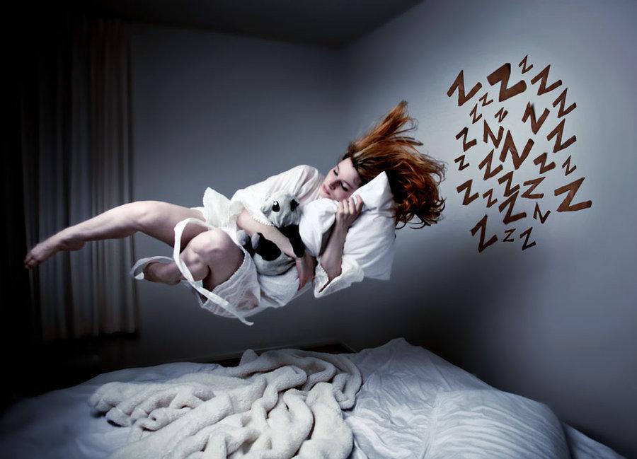 сон, девушка спит, летает над кроватью