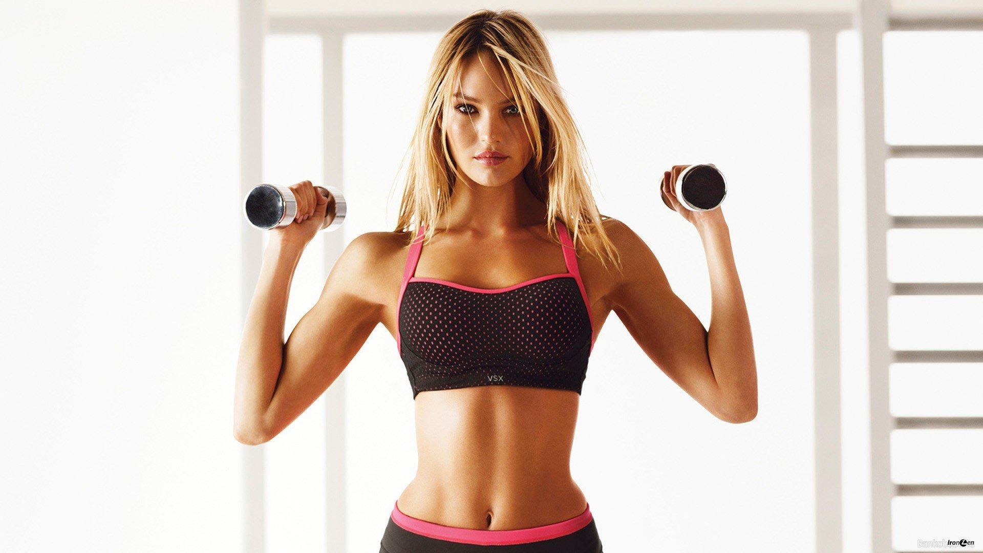 девушка в спортзале, занятия спортом, красивая фигура