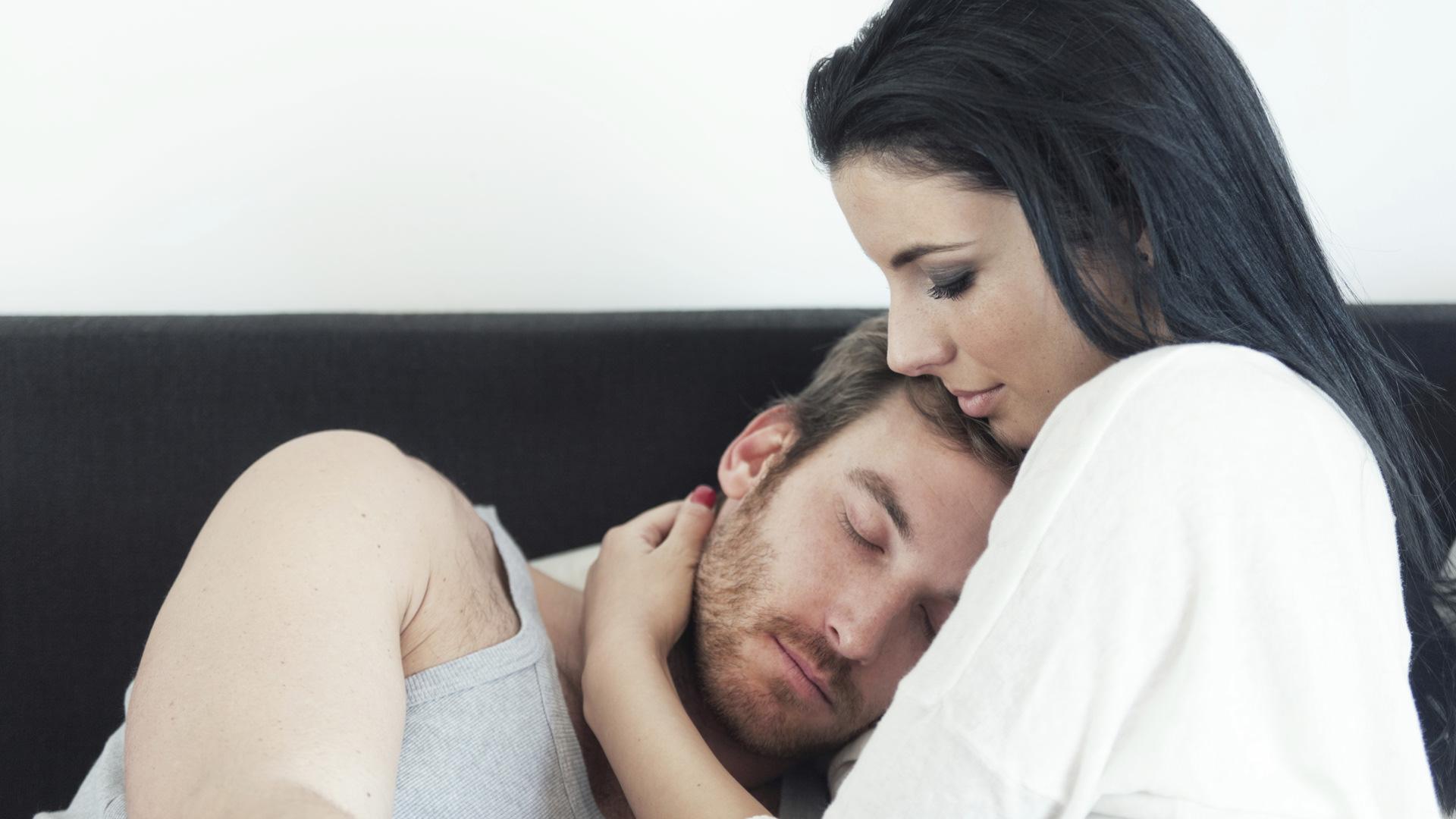 брак, женщина любит и заботится о мужчине, счастье женщины