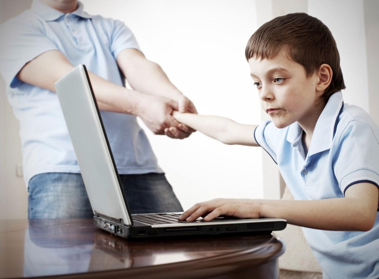 ребенок и компьютер, зависимость, родители выгоняют с компа