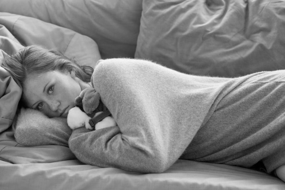 девушка в депрессии, одиночество