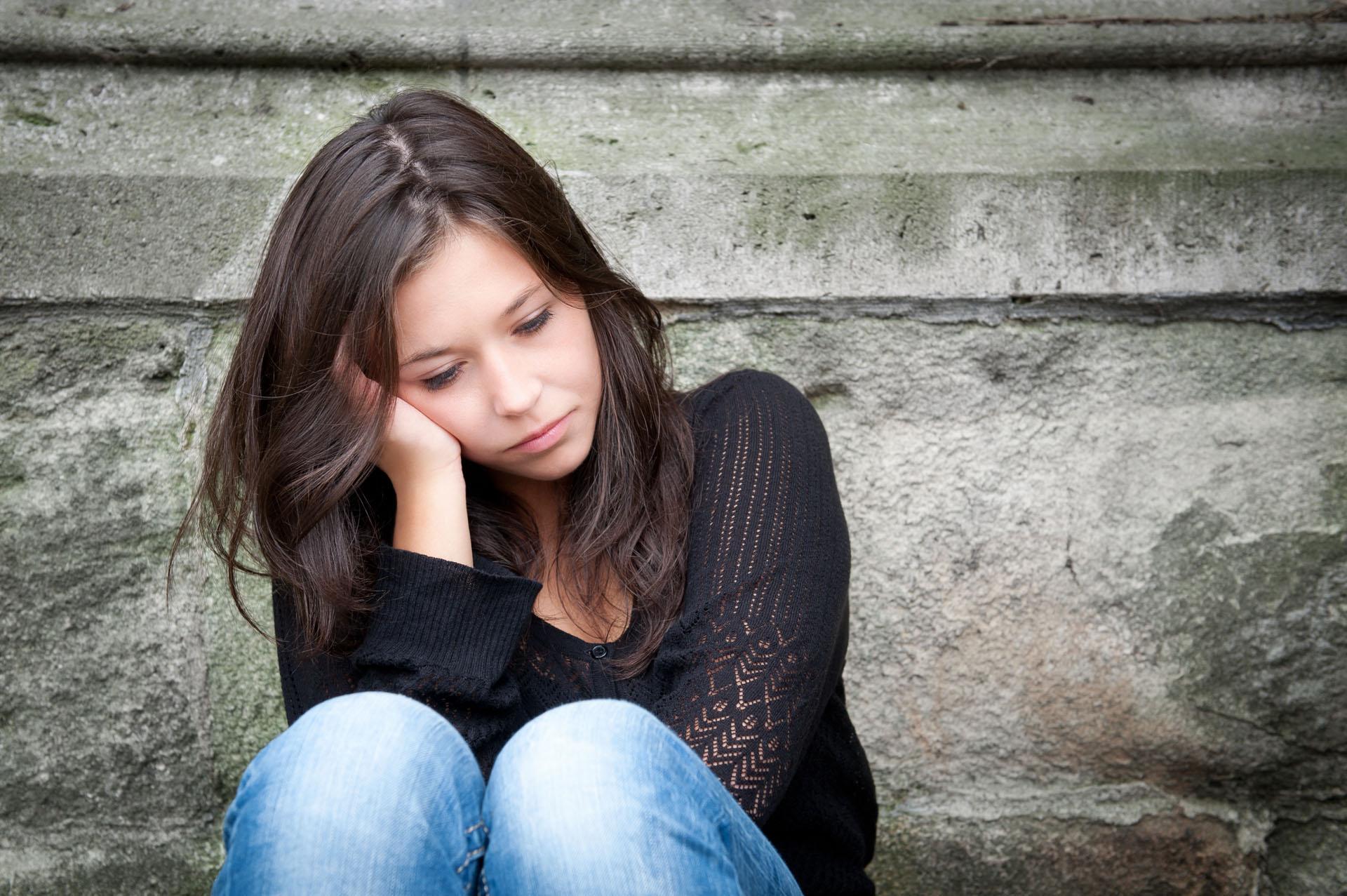 девушка грустит, чувство вины