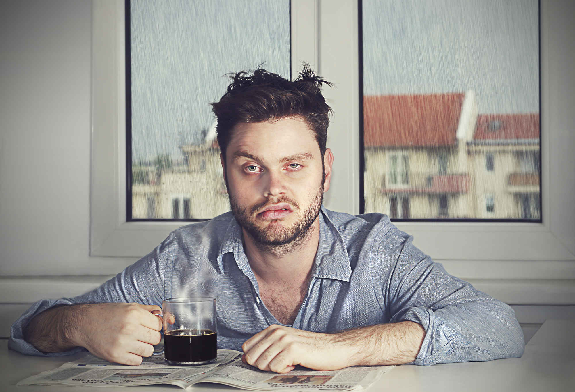 мужик с будуна, похмелье, алкоголь, утром болит голова