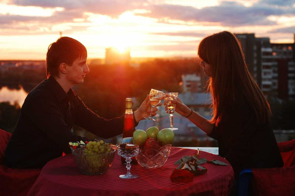 свидание на крыше, влюбленные