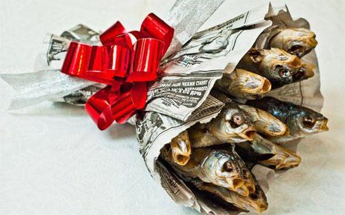 букет мужчине из сушеной рыбы, прикол, оригинальный подарок